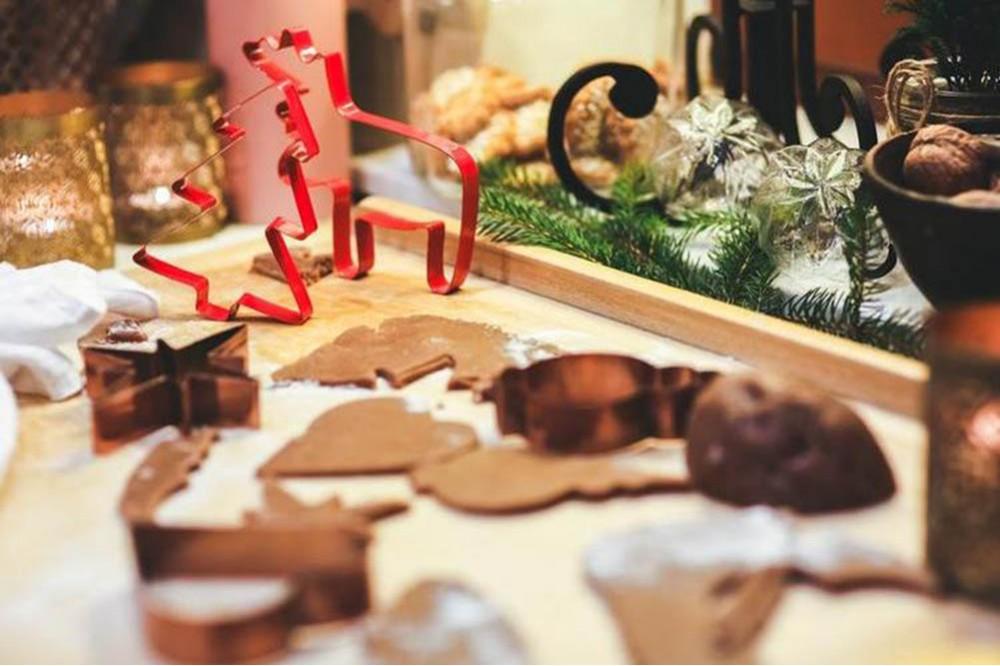 Foremki do świątecznych ciastek pozwalające wprowadzić w domu specyficzną atmosferę.